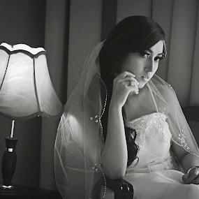 Indah by Jiboy Mandey - Black & White Portraits & People ( blackandwhite, bw, jiboy, beauty, nikon, bride )