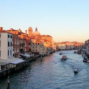 inizio tramonto a Venezia by Francesco Benettolo - Landscapes Sunsets & Sunrises ( venezia, canale, tramonto, ferie, panorama )