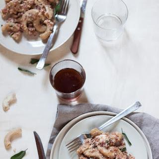 Rigatoni Di Grano Duro Con Prosciutto Cotto, Stracchino E Nocciole.
