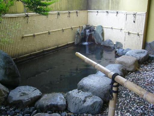 六日村温泉