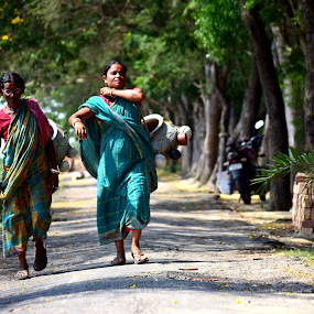 On the way back by Jhinku Banerjee - People Street & Candids ( village life, street, candid, india, people )