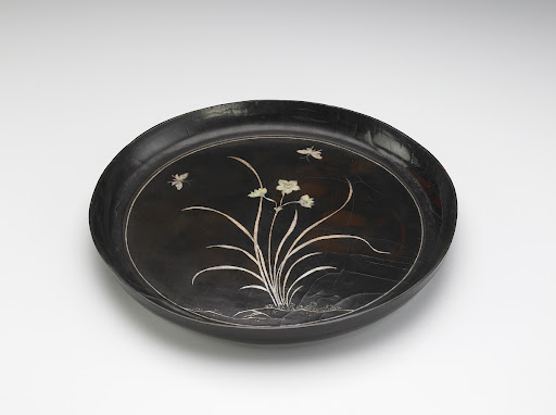 Tray with narcissus decoration in mother-of-pearl