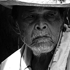 old one by Yadi Setiadi - Black & White Portraits & People (  )