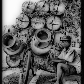 penjual tungku keliling by Hasan As'ari - People Street & Candids