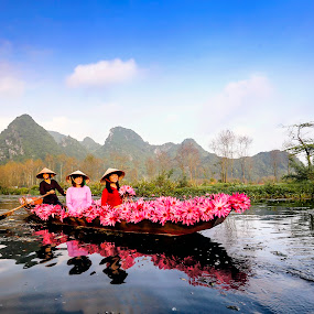 Thuyền hoa by Nguyen Thanh Cong - People Portraits of Women ( congdolce@gmail.com, nguyen thanh cong, waterscape, woman, vietnamese, vietnam, landscape, flower )