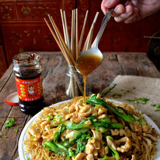 FRIED NOODLES W/ CHICKEN (Gai See Chow Mein)