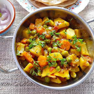 Aloo gajar matar – Dry potatoes, carrots and peas curry