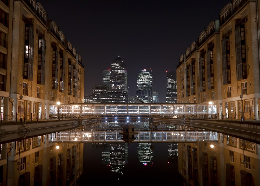 Canary Wharf by Simon Elliott - City,  Street & Park  Night ( water, london, canary wharf, night, city, Urban, City, Lifestyle )