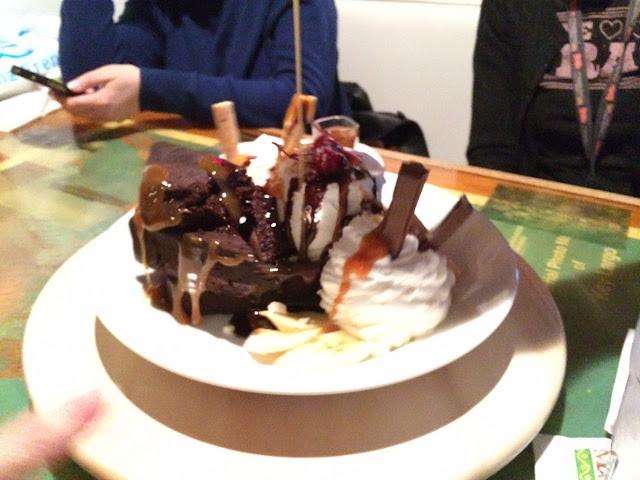 GF brownie sundae