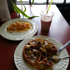 Cranberry pear waffle, scrambled eggs with tomatoes and cheese and a raspberry apple smoothie. Yum!