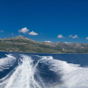 Speedboat taxi to the hotel by Paul Jenking - Landscapes Travel