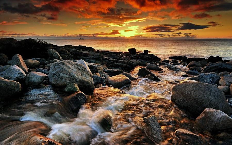 The Bloody Bridge River. by Leslie Hanthorne - Landscapes Waterscapes