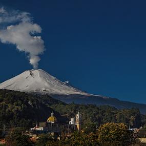Snowy volcano by Cristobal Garciaferro Rubio - City,  Street & Park  Vistas ( popo, snow, smowy volcano, popocatepetl, smoking volcano )