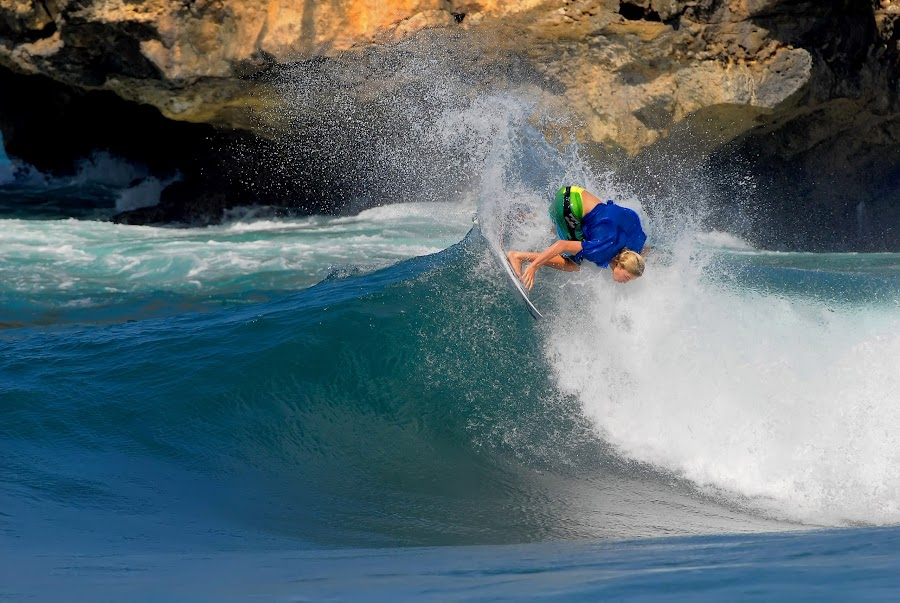 Keep moving or stationary? by Punai Cita Cemara - Sports & Fitness Surfing