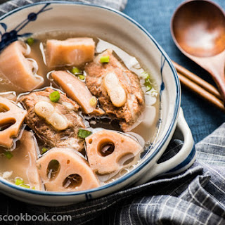 Lotus Root Soup With Pork Ribs (排骨莲藕汤)