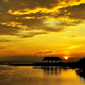 Early Day by Bob Shahrul - Landscapes Sunsets & Sunrises ( terengganu, sunrise, beach, yellow, waterscapes, morning, kemasik )