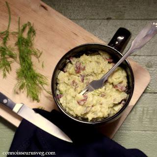 Vegan Roasted Garlic Cheddar Dill Mashed Potatoes