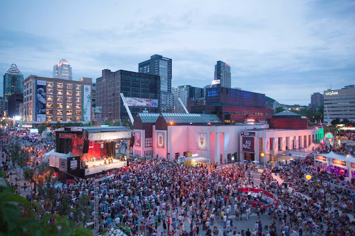 The teeming crowd at the Festival international de jazz de Montreal.