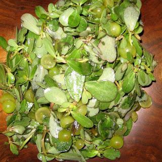Purslane and Muscat Grape Salad
