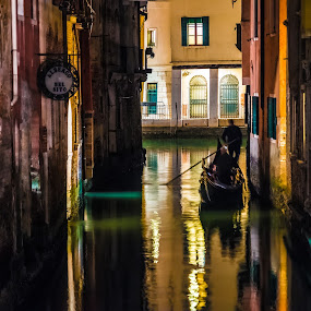 by Stephen Bridger - City,  Street & Park  Night ( venezia, gondola, europe )