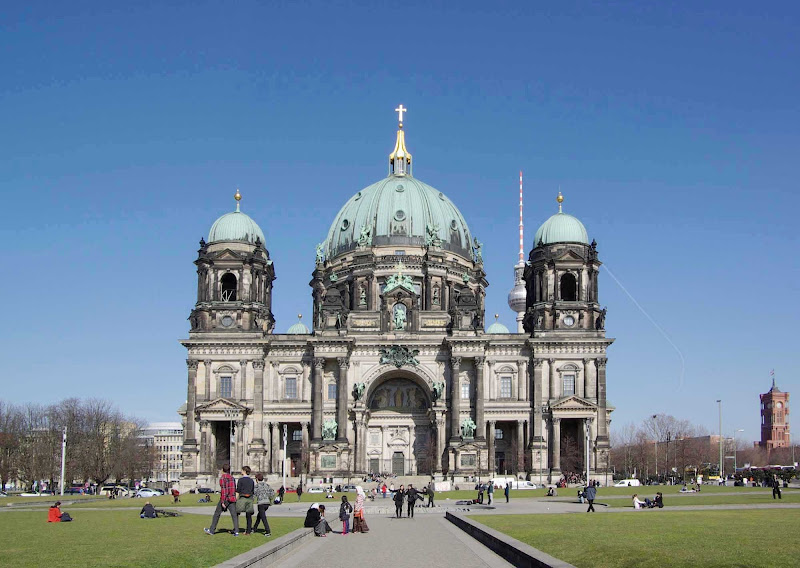 Berlin Cathedral is located on Museum Island in the Mitte borough of Berlin, Germany.
