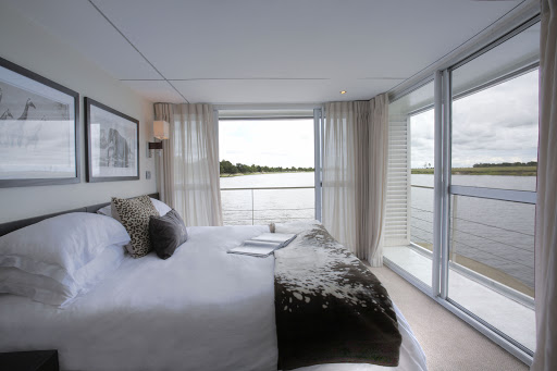 Zambezi-Queen-Stateroom-Bedroom - A typical stateroom aboard the Zambezi Queen.