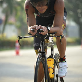 by Timothy Low - Sports & Fitness Cycling