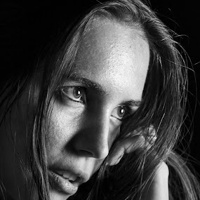Look into my soul by Cosmin Lita - Black & White Portraits & People ( black and white, woman, light, portrait, eyes,  )