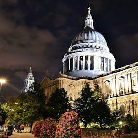 St Pauls at Night by Matt Hulland - Buildings & Architecture Public & Historical ( england, st pauls, london, night, cathedral )
