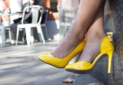 Yellow patent patent leather 4 inch pumps