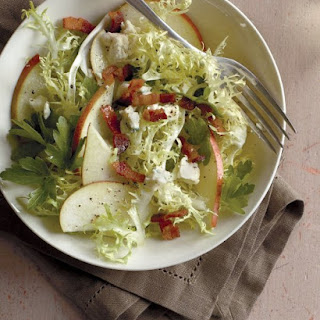 Pear and Frisee Salad with Bacon and Blue Cheese