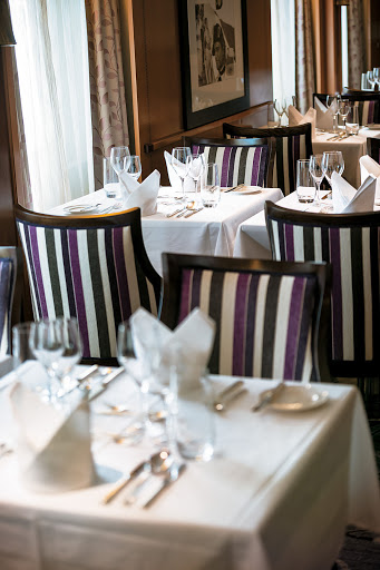Tere-Moana-LEtoile-settings - You'll find an elegant décor, crisp linens and an array of tempting specialties at the L'Etoile restaurant aboard Tere Moana.