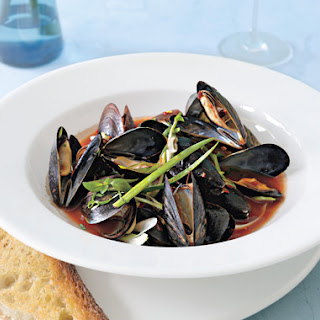 Spicy Steamed Mussels with Garlic Bread.