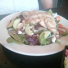 GF Greek salad with grilled chicken added