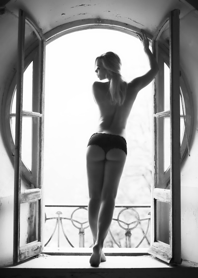 rear view by Carl0s Dennis - Nudes & Boudoir Artistic Nude ( lost place, nude, indoor, female, black and white,  )