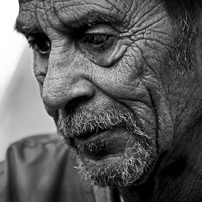 Candid Moment by Robert Daveant - Black & White Portraits & People ( carnival, worker, Travel, People, Lifestyle, Culture,  )