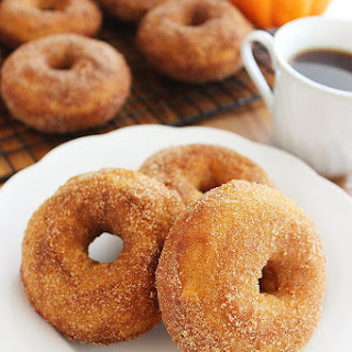 One Bowl Spiced Pumpkin Pie Donuts