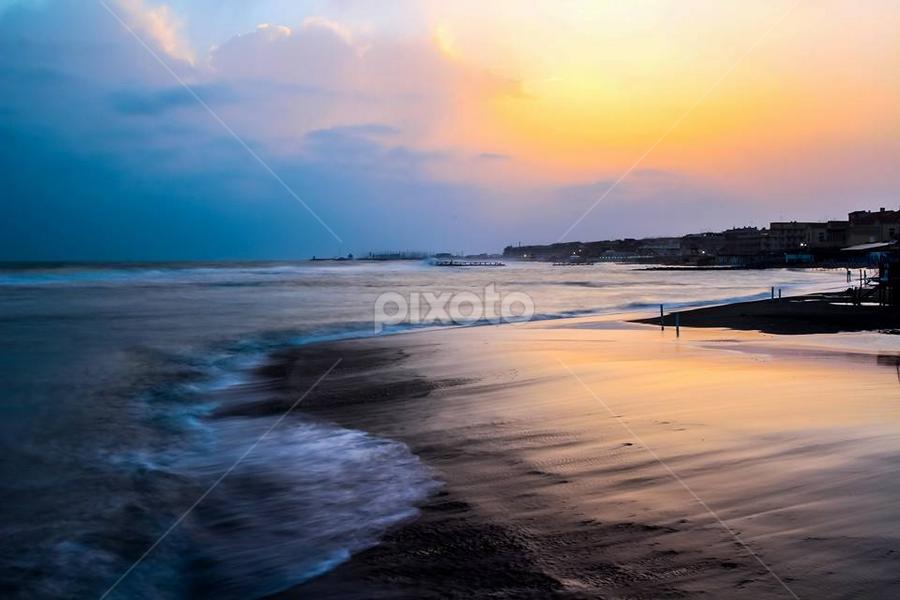E con questa buona notte a todos. Prima o poi ci prendo la mano anche a fare questo tipo di foto. by Franco Menenti - Landscapes Beaches (  )