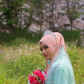 waitting by Azman Jaeh - Wedding Bride