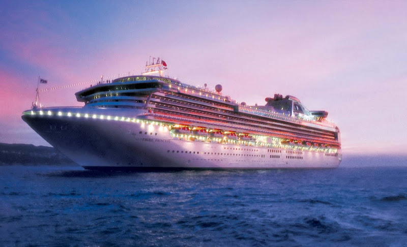 Sapphire Princess is always buzzing with fun at dusk, from live performances to Movies Under the Stars to upbeat dance clubs and glitzy casinos.