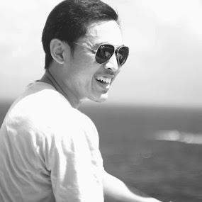 smile by Danang Kusumawardana - Black & White Portraits & People ( bw, sea, smile )