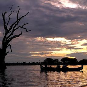 Couple 2 by Nguyen Thanh Cong - Landscapes Waterscapes ( myanmar, congdolce@gmail.com, nguyen thanh cong, waterscape, vietnamese, uben bridge, landscape )