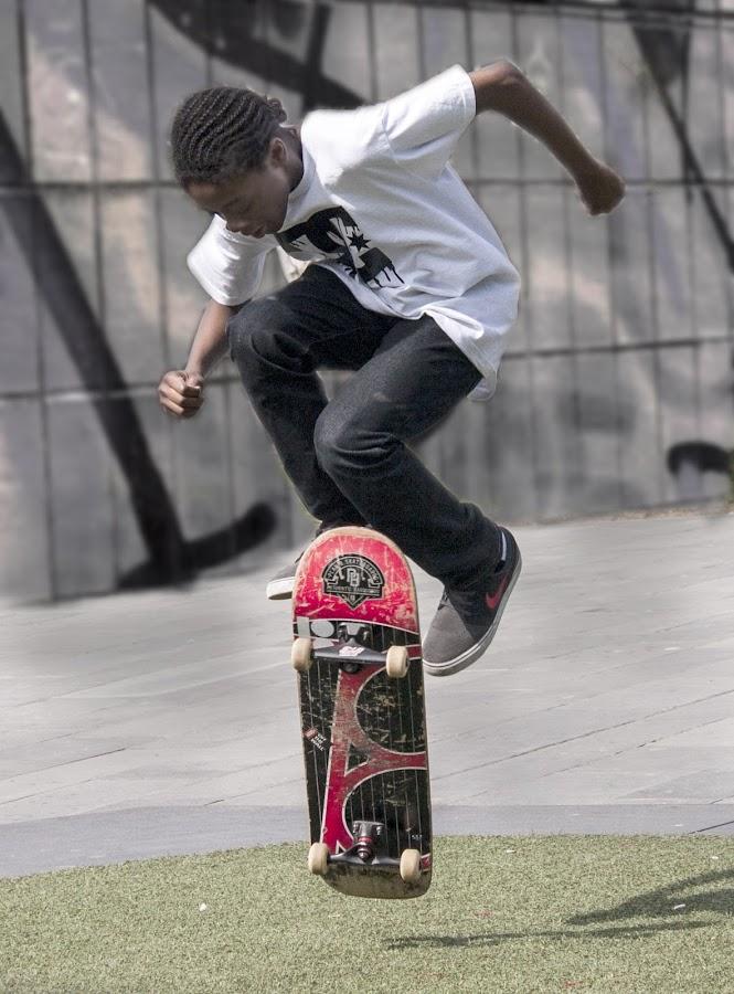 by Eddie Leach - Sports & Fitness Skateboarding
