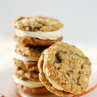 Oatmeal Raisin Cookie Sandwiches with Sweet Tea Frosting