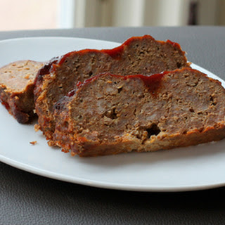 Cheddar Meatloaf with Tangy Sauce