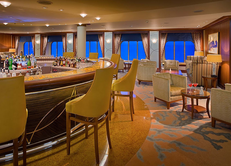Visit the Crystal Cove Bar for quality service and drinks while aboard Crystal Serenity.