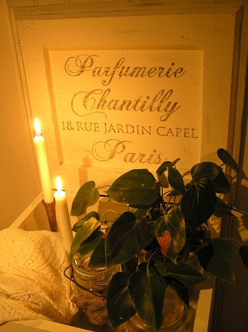 [Kommod Parfumerie Chantilly närbild text[3].jpg]