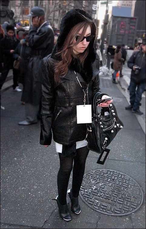 w black leather coat tights black-sliver shoes 1