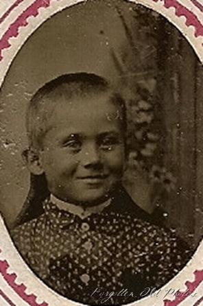 Extra gem Tintype child