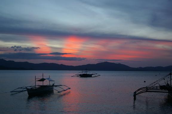 Coucher de soleil sur Port Barton, Palawan, août 2005. Photo : J.-M. Gayman